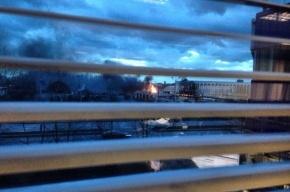 Очевидцы: на Салова горит ангар