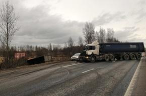 Две фуры столкнулись в жестком ДТП на Мурманском шоссе