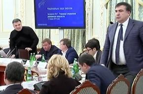 Арсен Аваков опубликовал видео, в котором он плеснул в Саакашвили из стакана с водой