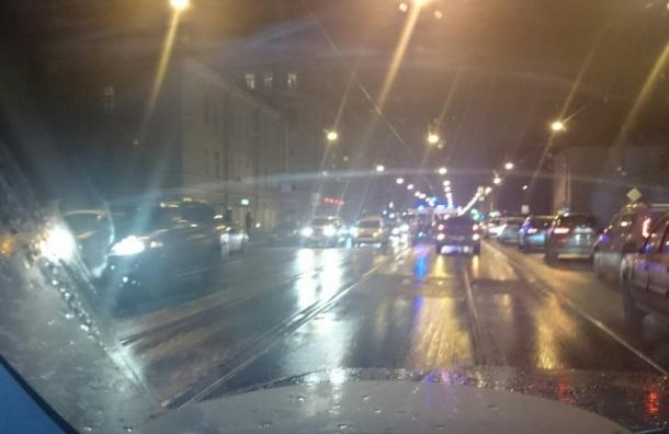 Две аварии полностью парализовали движение трамваев на Обуховской обороне
