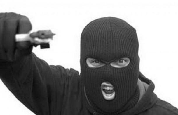Люди в масках подстрелили охранника и ограбили ювелирный магазин на Энгельса