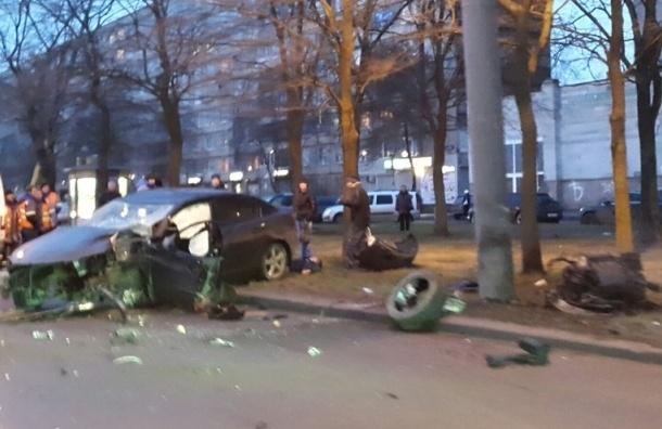 Водитель иномарки погиб в ДТП на проспекте Большевиков