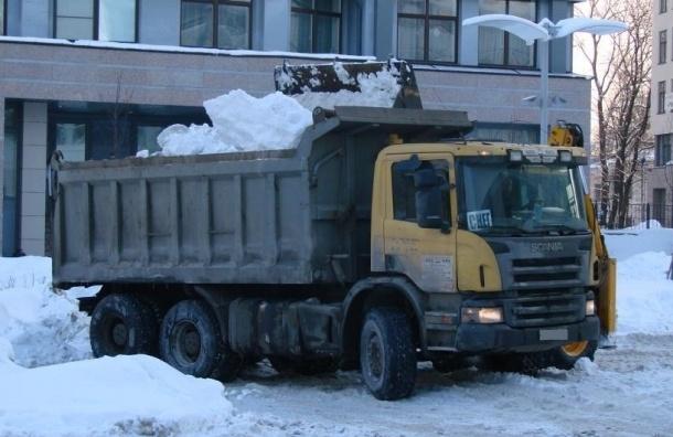 Количество жалоб на плохую уборку Петербурга снизилось в два раза