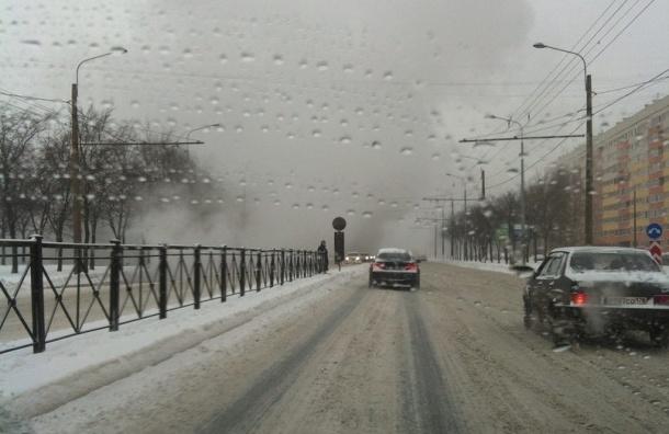 Движение на Маршала Жукова частично закрыто из-за прорыва трубы