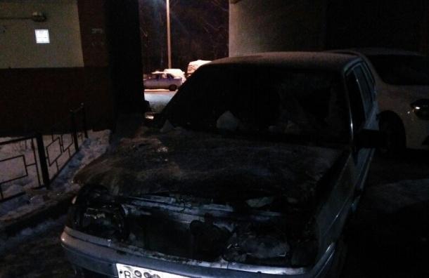 Два автомобиля полыхали в Горелово