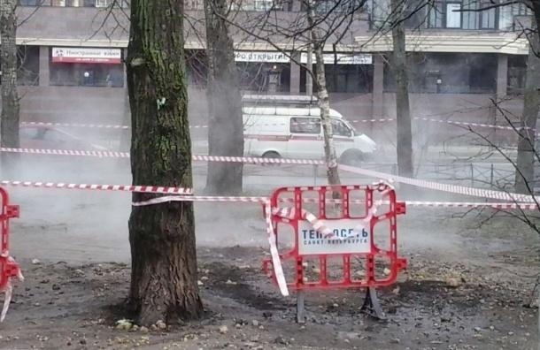 Трубу с горячей водой прорвало на улице Красного Текстильщика
