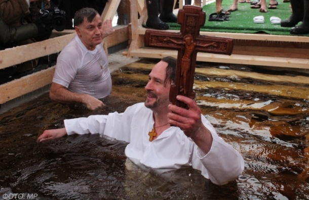 Крещенские купания собрали в Петербурге 25 тысяч человек