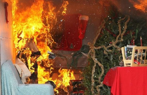 Загоревшаяся елка стала причиной гибели двух девочек в Красноярском крае