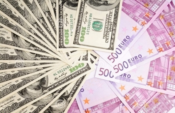 Евро упал ниже 85 рублей, доллар – ниже 78 рублей