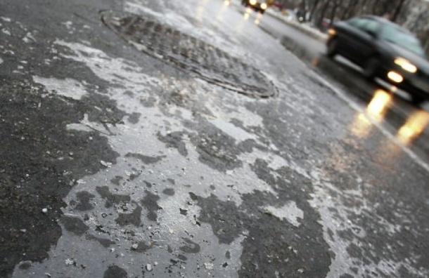 Несколько машин вылетело в кювет из-за жесткого гололеда в Петербурге