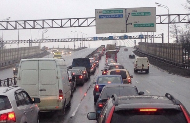 Юго-запад Петербурга перекрыли из-за визита Медведева
