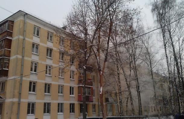 Очевидцы: Пожарные тушат горящую квартиру на Варшавской улице