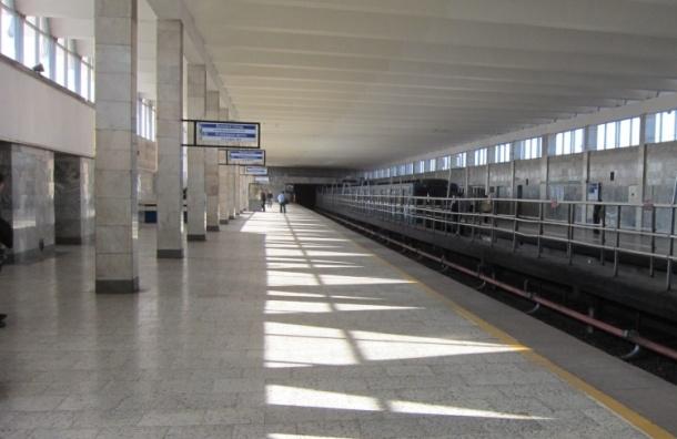 Стрелку на станции метро «Рыбацкое» переключают вручную