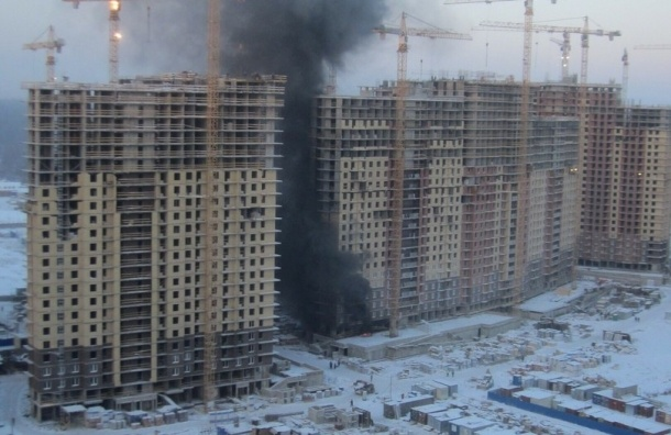 Строящийся дом горит на Николая Рубцова