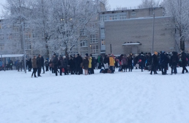 После сообщения о бомбе эвакуирована 277 школа