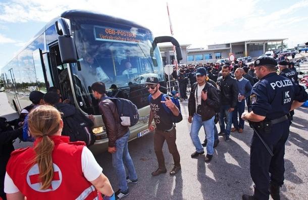 Злой баварский чиновник отправил лично к Меркель автобус с беженцами