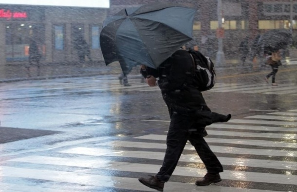 Шторм начался в Санкт-Петербурге