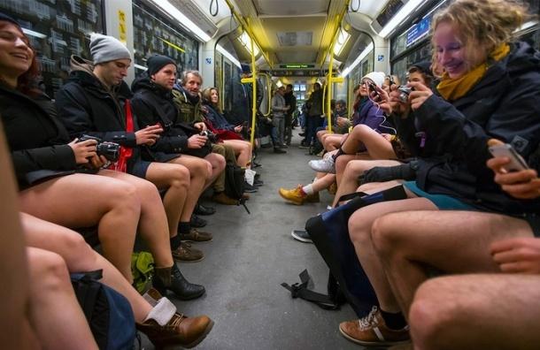 Флешмоб «В метро без штанов» в Петербурге не возможен