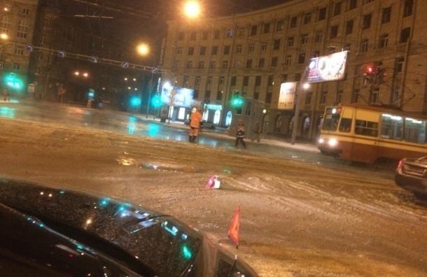 Работы по ликвидации аварии «Водоканала» на Светлановской площади завершены