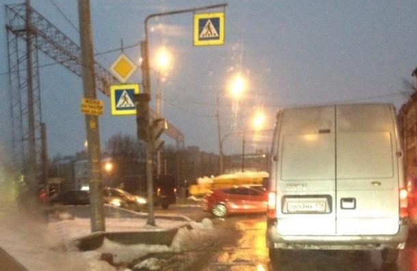 Массовое отключение светофоров в Петербурге объяснили специалисты