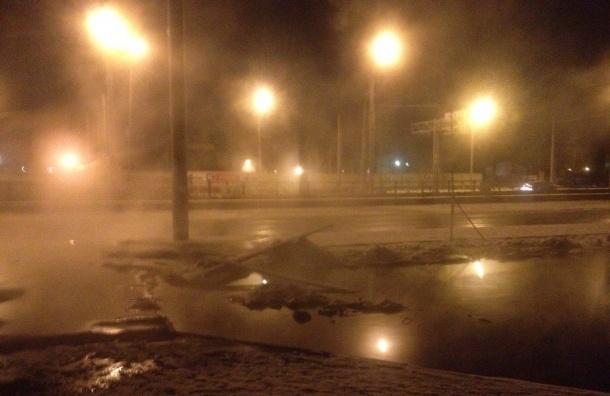 Прорыв трубы оставил без тепла жителей Пискаревского