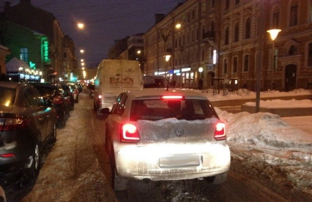 Очевидцы: Водитель уснул за рулем в центре Петербурга
