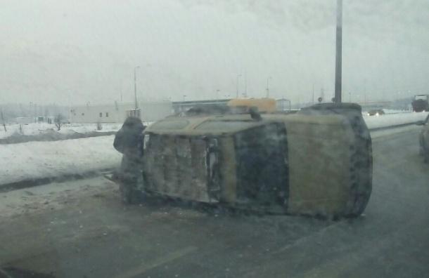Две машины «кувыркались» на Софийской, одна вылетела далеко в кювет