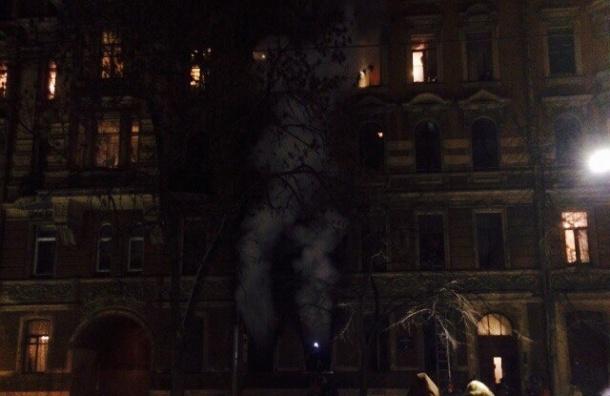 Из-за пожара в доме на Васильевском эвакуировали 20 человек