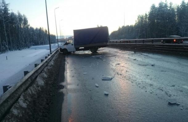 Пассажиры маршрутки получили травмы после столкновения с «газелью» в Ломоносове