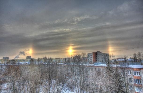 Три солнца увидели в небе над Петербургом местные жители