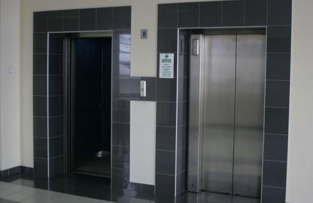 После гибели москвички в лифте прокуратура проверит их условия эксплуатации