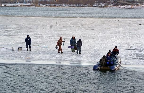 МЧС спасает 50 рыбаков с отколовшейся льдины на Кубани