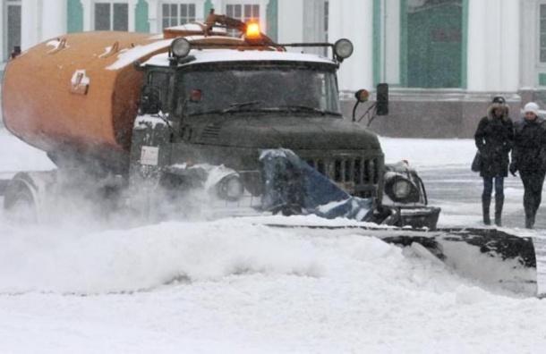 Чиновники рапортуют о сотнях снегоуборочных машин в Петербурге