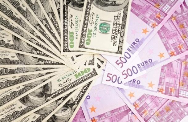 Курс доллара упал на три рубля