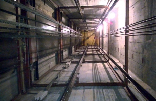 На Туристской разбился подросток, пытавшийся выйти из застрявшего лифта