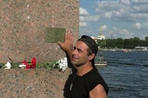 Мемориальную табличку Высоцкому в Петербурге восстановят