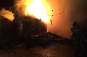 Очевидец: Девять гаражей сгорели ночью в Колпино