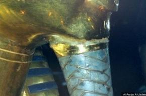 Сотрудники музея в Египте пытались склеить отвалившуюся бороду Тутанхамона