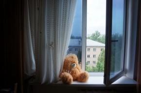 Четырехлетний сын осужденной петербурженки упал с 10-го этажа