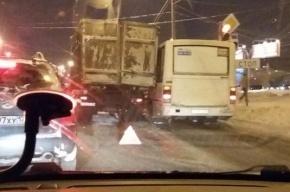 ДТП с участием «КамАЗа», легковушки и маршрутки на Маршала Блюхера обошлось без жертв