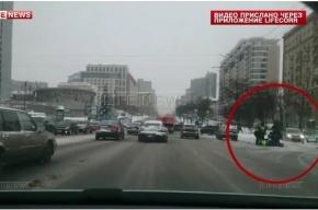 Таксист сбил инспектора ГИБДД на Новом Арбате