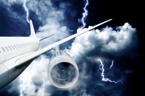 Молния ударила в самолет, летевший в Хабаровск