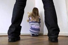 Два года отец-педофил насиловал свою восьмилетнюю дочь