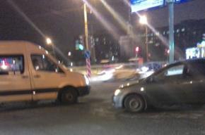 Маршрутка попала в аварию на проспекте Луначарского