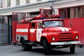 Шесть машин пожарных экстренно выехали к администрации Петроградского района
