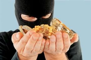 Преступник в медицинской маске ограбил ювелирный на Васильевском