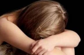 Трое изнасиловали петербурженку в парадной её дома