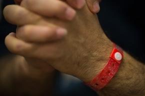 В Уэльсе обязали приехавших мигрантов носить специальные браслеты