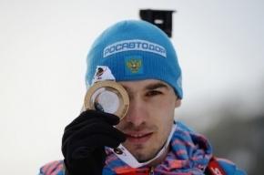 Антон Шипулин выиграл гонку преследования на Кубке мира по биатлону