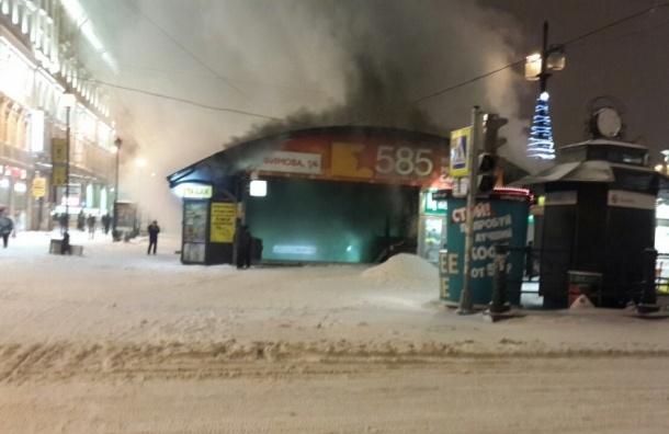 Около «Садовой» тушили пожар в ларьке-шаверме
